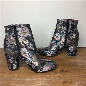 Kenneth Cole Reaction Shoes - Kenneth Cole NWOT Floral Block Heel Boots